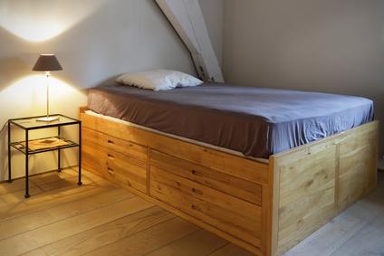 lit à tiroirs en bois massif © mariesacha - Fotolia.com